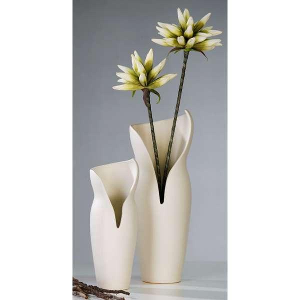 """Vase """"Femme"""" Keramik,matt creme D:11cm H29cm (links im Bild) von Casablanca"""